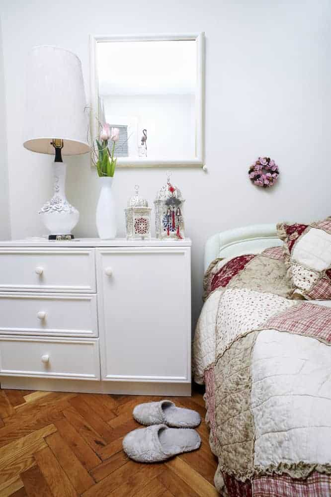 How to place furniture in a small bedroom