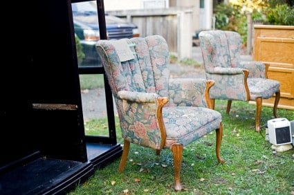 Whether you're a college student moving into your first apartment or simply on a budget, you can find nice, cheap furniture in Knoxville.