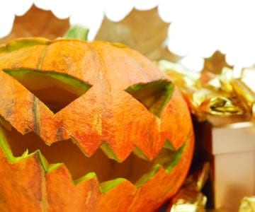 Create a tricked-out apartment this Halloween with these decor tips. Spooky!