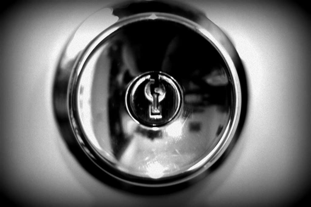 doorknob-justinbaeder-flickr-edited