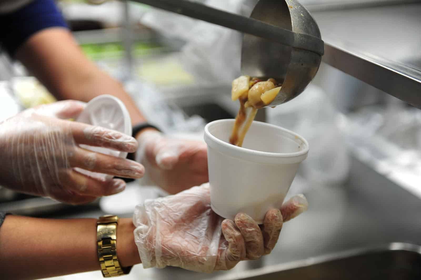 volunteer soup kitchen Become a valued volunteer help us change the lives of our neighbors in need we are always looking for volunteers in our soup kitchen, food pantry, resource center and mobile soup kitchen.