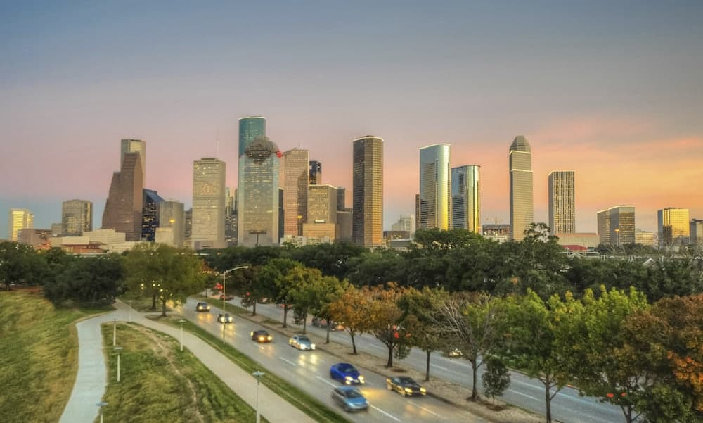 Moving to Houston What You Need to Know - Find an Apartment Close to Work