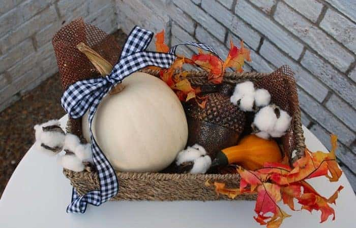 Apartment living tips apartment tips from for Fall balcony decorating ideas
