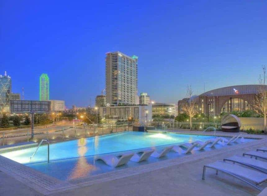 Moda apartment pool in Dallas Texas
