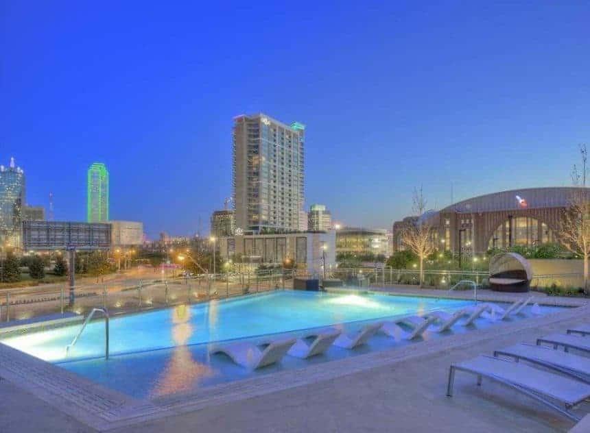 Moda apartment pool in Dallas Texas