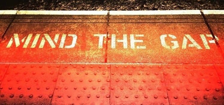 london subway mind the gap on platform