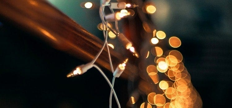 6 Clever Christmas Light Decorations In Your Apartment