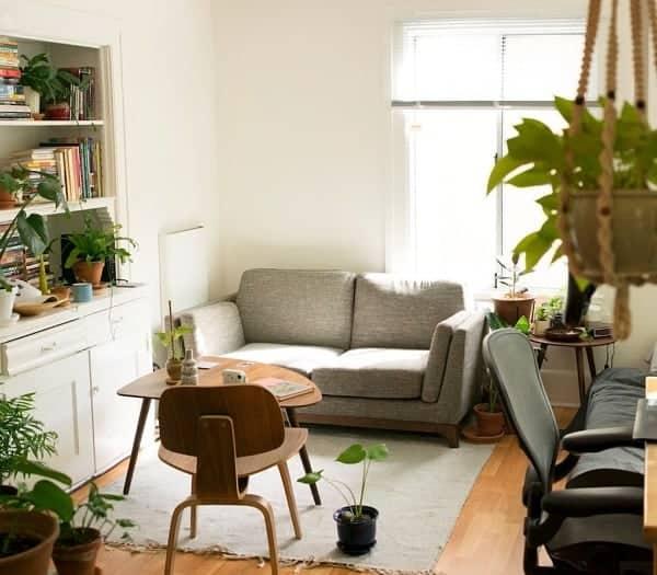 How to Arrange Bedroom Furniture | ApartmentGuide