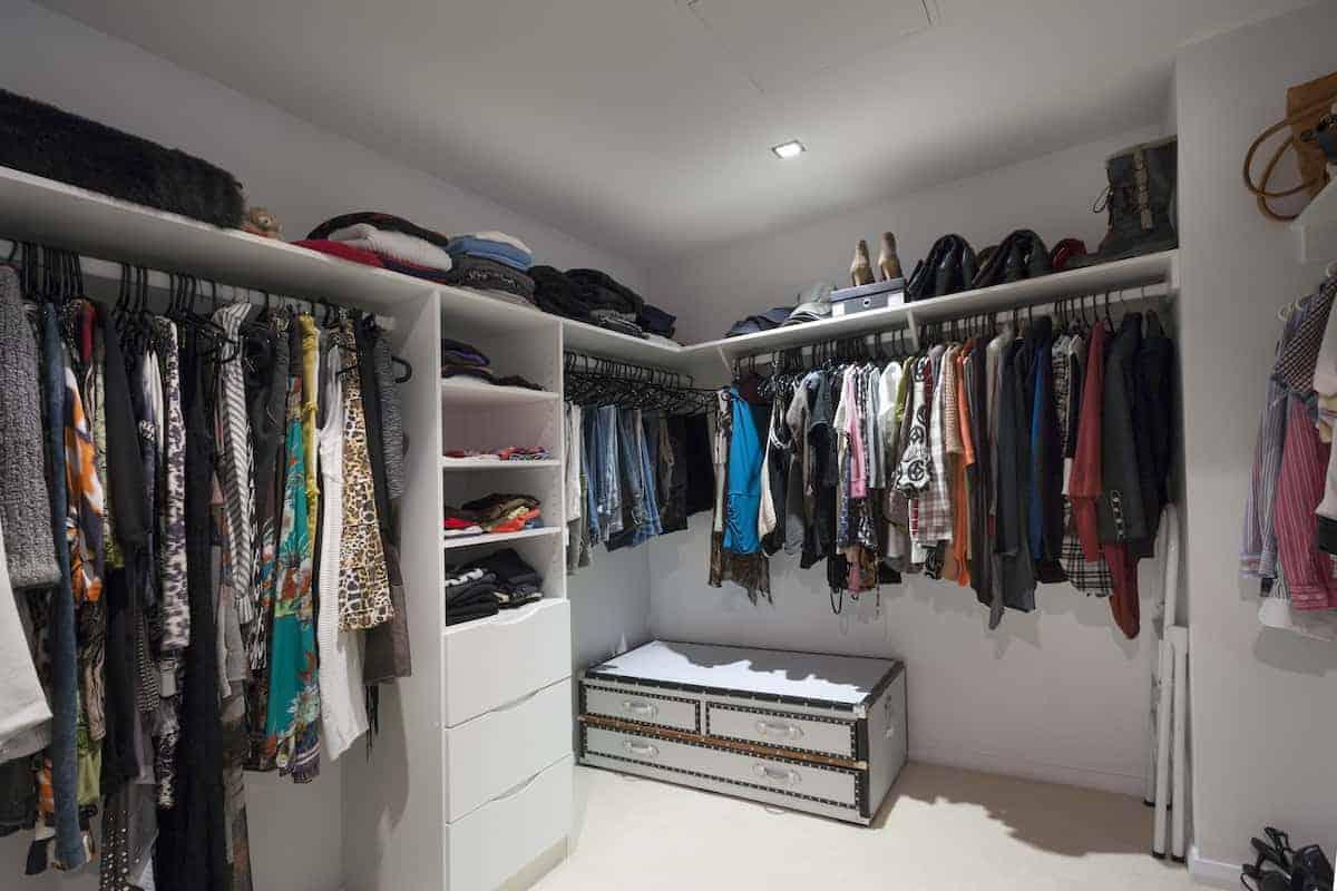 walk jn closet