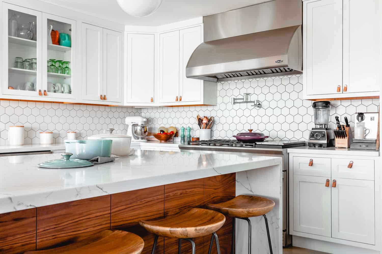 photo that shows clean kitchen