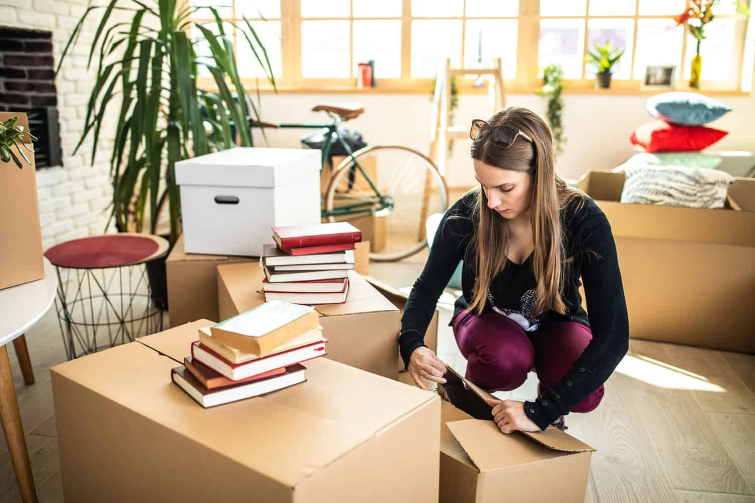 woman packing up boxes