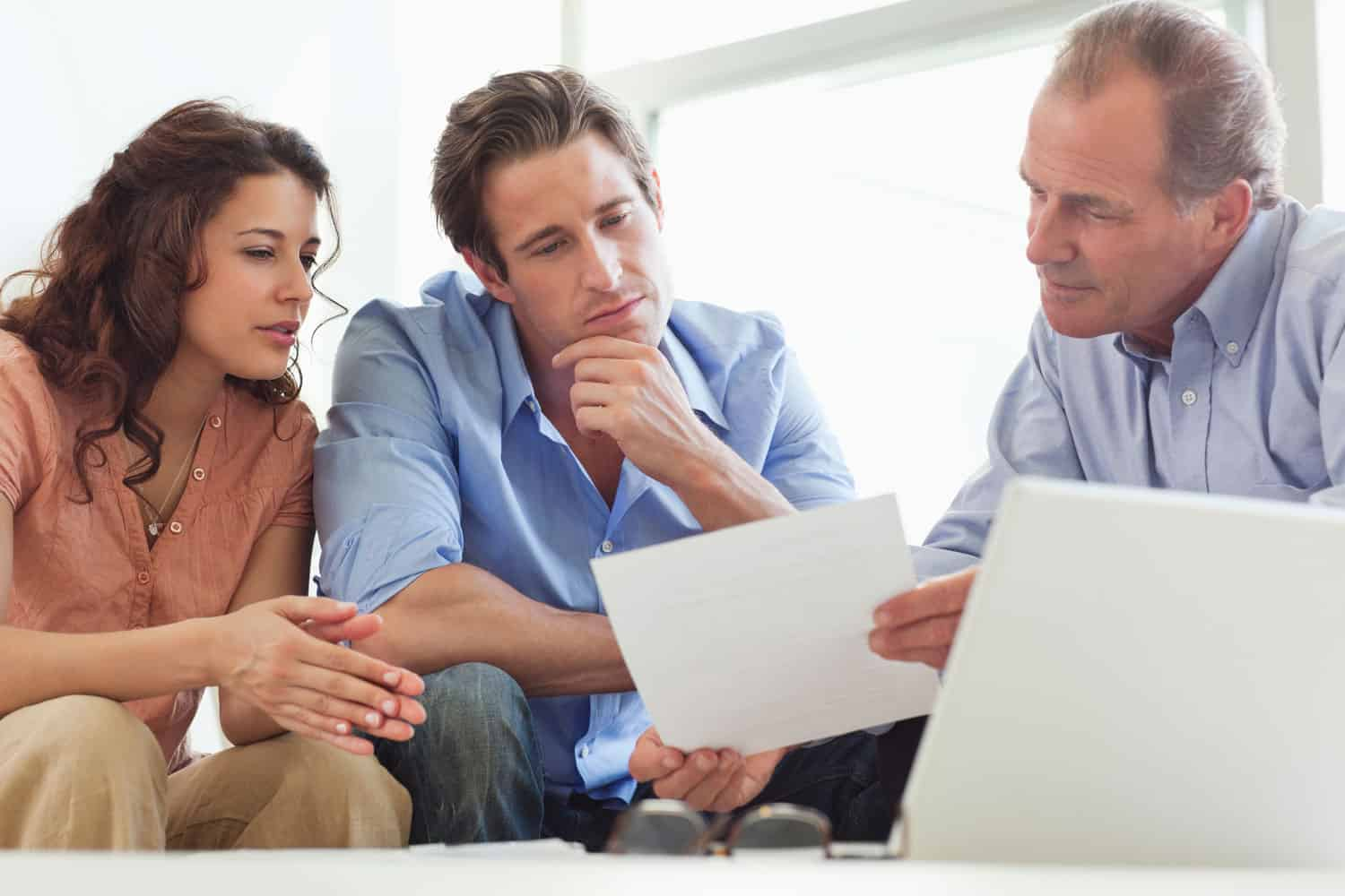 photo of couple deciding what moving insurance to get