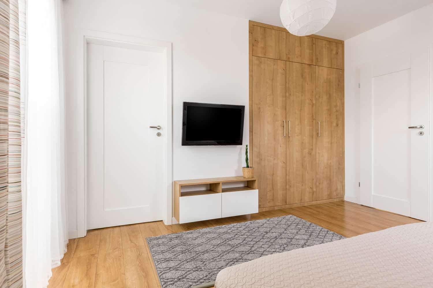How To Pick The Proper Tv Size For Your Room Apartmentguide Com