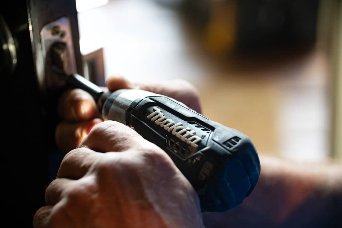 Power drill fixing door hardware