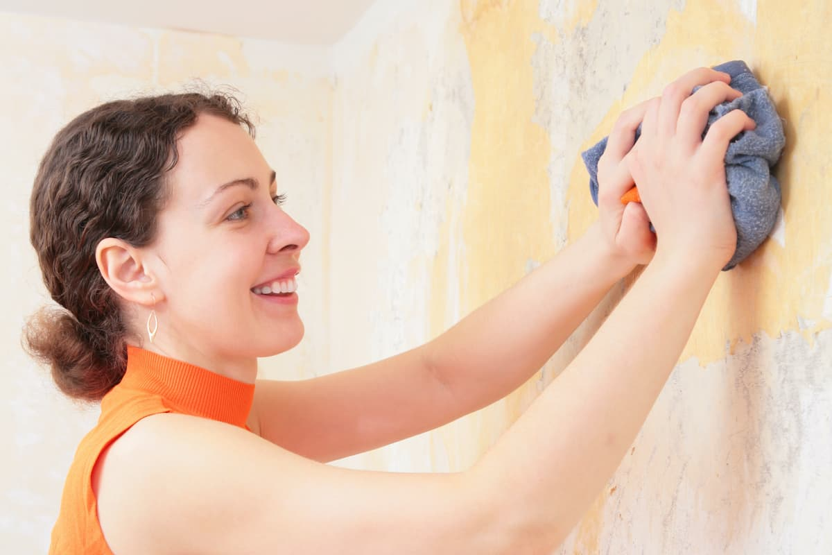 removing wall decals