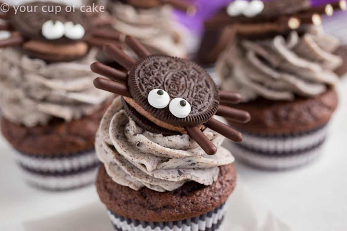 Oreo spider cupcakes Halloween cupcake decorations