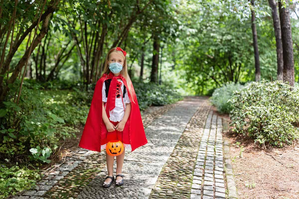 girl in costume with coronavirus mask