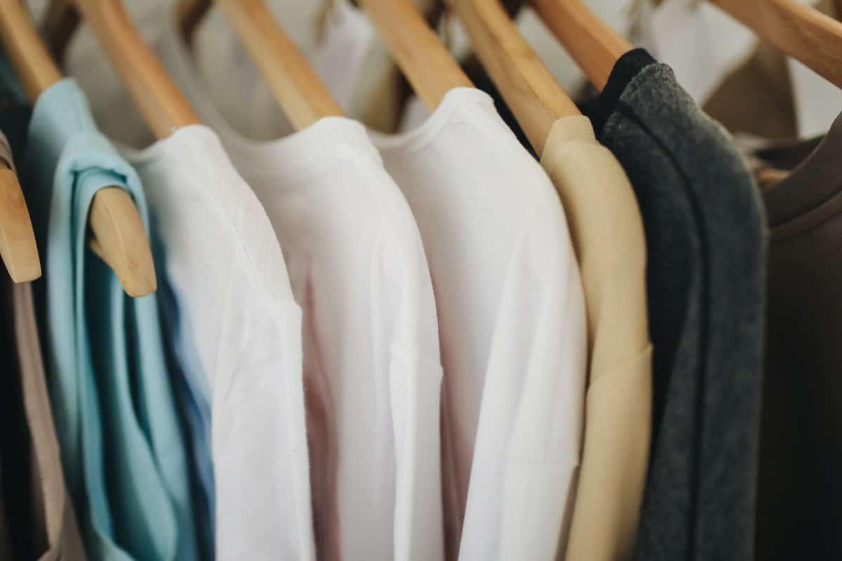 matching hangers closet organization ideas